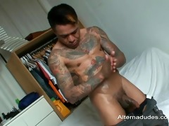 tatted muscle dad