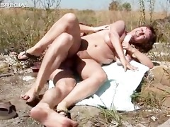 horny milf gets her hairy muf screwed part2