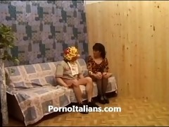 italian milf pussy hair blowjob - signora