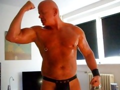 muscledad akos piros showing off his muscles 2