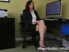 office worker alesia pleasure, screws her shaved