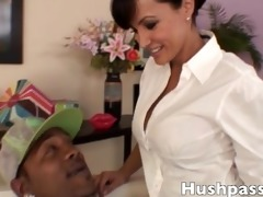 lisa ann has her pussy split wide open by shorty