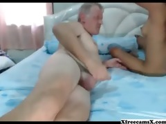 old chap gets a worthwhile blojob from thai chick