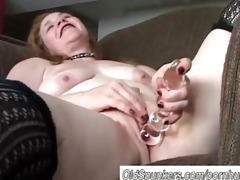 fascinating older babe has a chunky juicy pussy