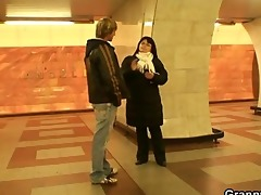 he is picks up busty lady in the metro