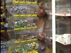 old stud fucks em in convenience store
